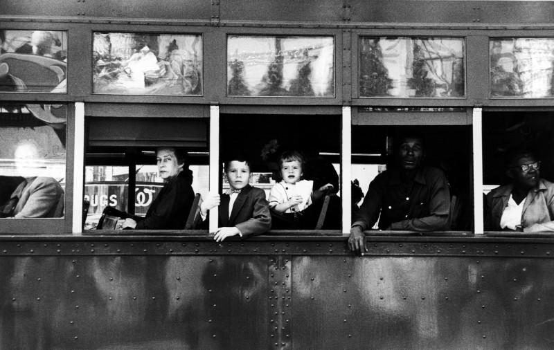robert_frank_los_americanos_tranvia_ventanas